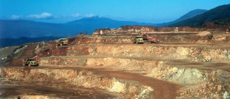 New_Caledonia_nickel_mine_Nouvelle_Calodenie_Mine_de_Nickel_a_ciel_ouvert.jpg