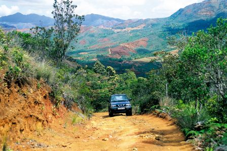 nouvelle-caledonie-exc-4wd-on-dirt.jpg